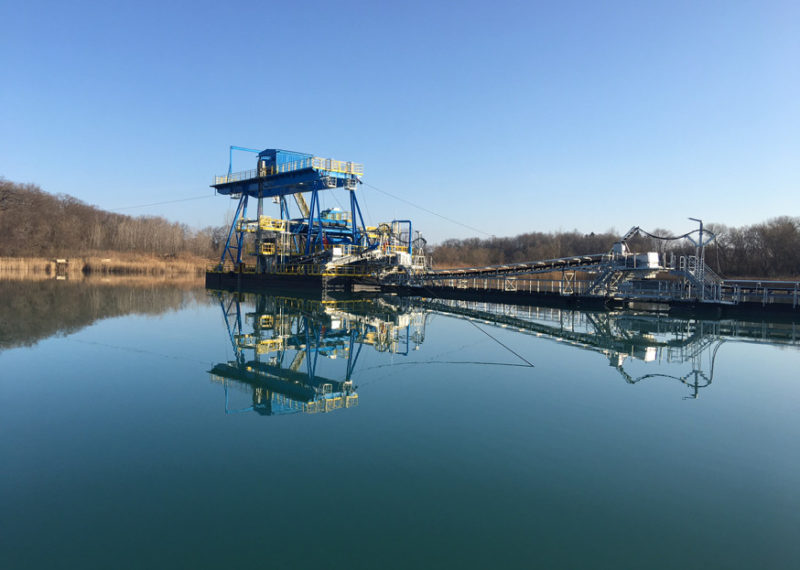 Rohr-Idreco Dredge Systems Delivers New Rohr Gantry Type Floating Clamshell & Conveyor System to North American Sand & Gravel Operation